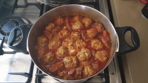 Vegetable Sauce With Meatballs
