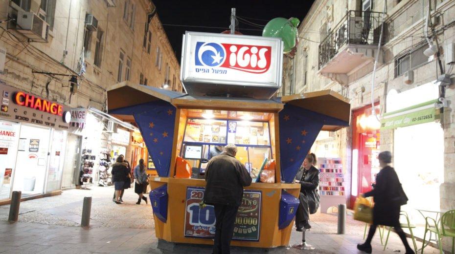 An Israeli man plays the lotto