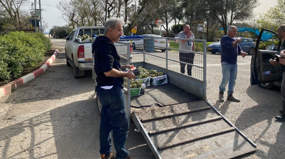 Farmers in Israel look for new ways to sell their produce
