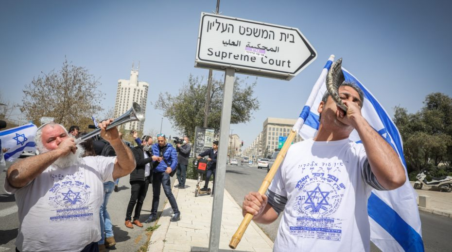 Democracy in Israel under fire as opponents try to remove Netanyahu