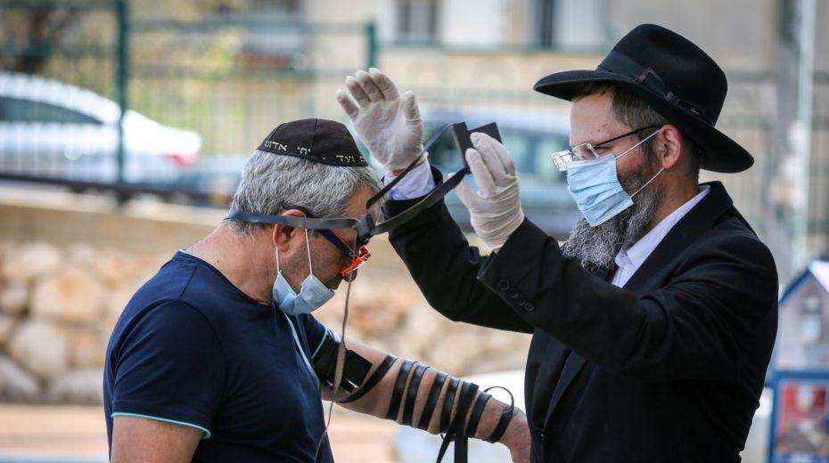 Corona Passover prayer goes viral on Israeli social media.