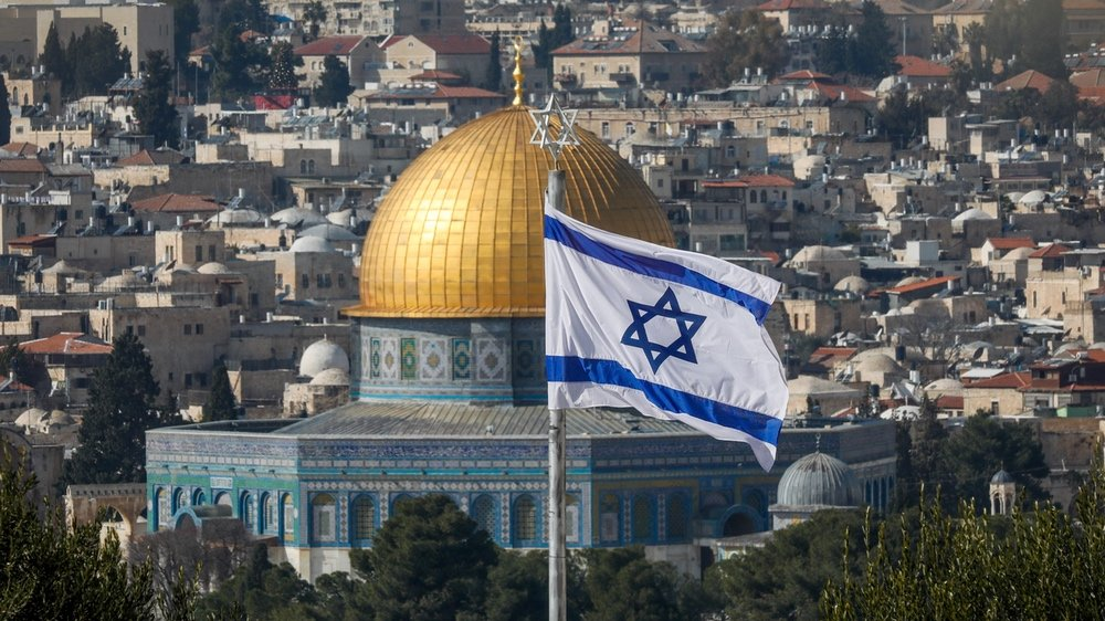 Netanyahu charged with striking secret Temple Mount deal with Muslims.