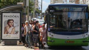 Israeli bus driver shares Jesus with passengers.