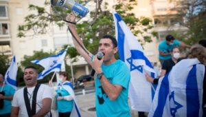 Demonstrators take the Israel Supreme Court to task over political meddling.