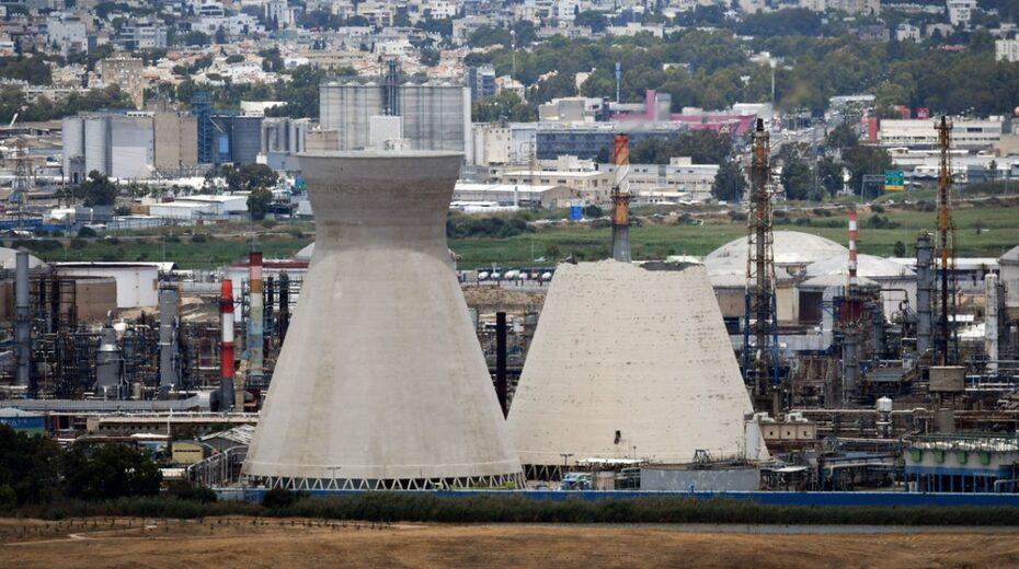 Haifa power plant chimney collapses.