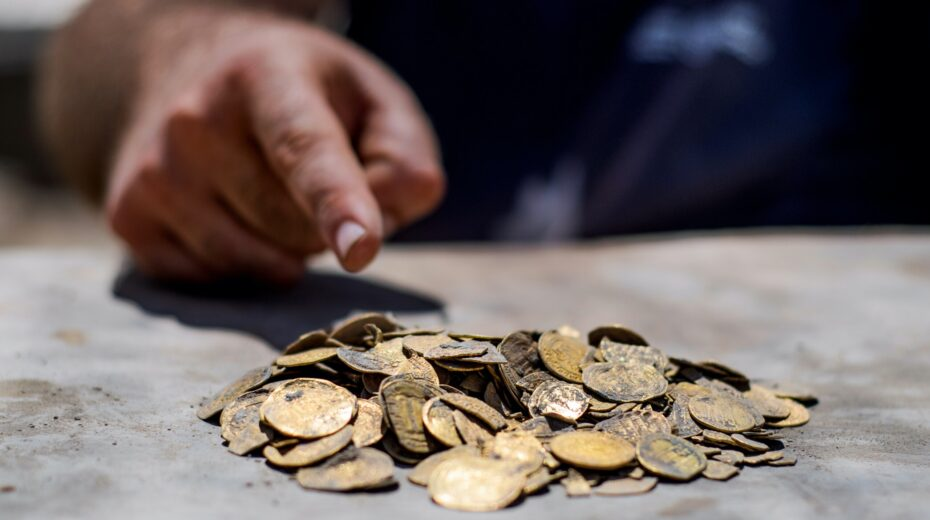 Israel archaeology find of stunning gold coin treasure.