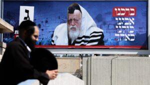 Israel's top rabbi urges prayers for coming of Messiah.