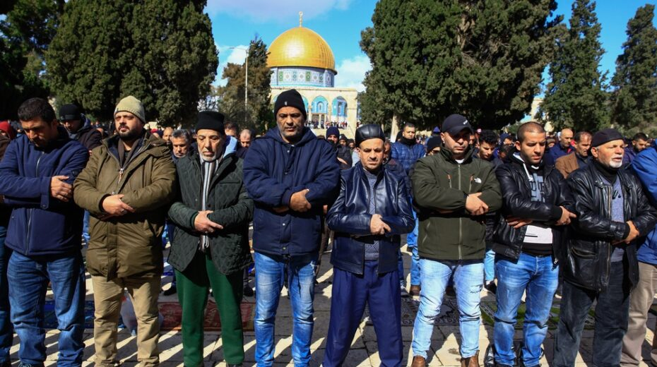 Palestinian Muslims atop the Temple Mount