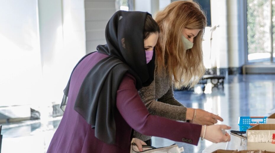 Israelis and Arabs work together to help homeless Americans.