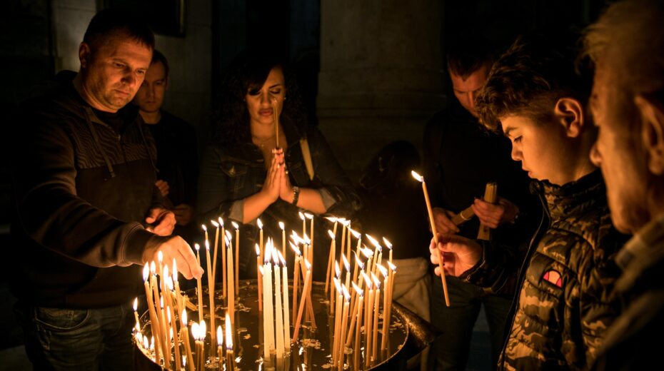 Middle East Christians try to enjoy Christmas