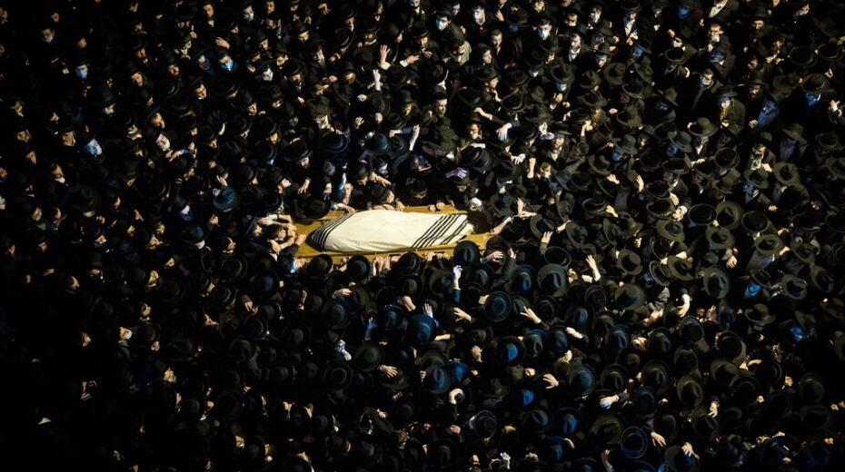 Israeli Orthodox Jews hold a mass funeral in violation of coronavirus regulations