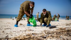 Israelis flock to help clean up ecological disaster.