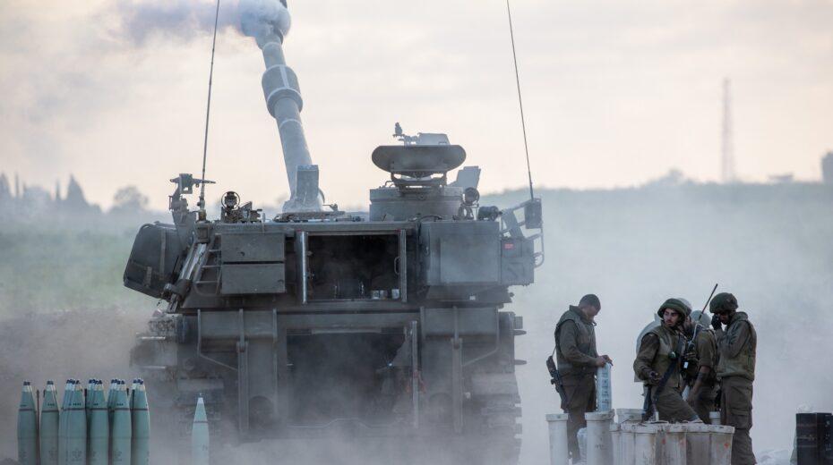 Israeli troops hit Hamas targets in Gaza