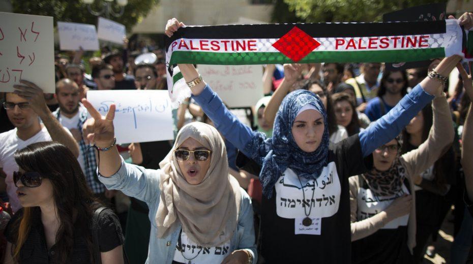 Palestyńczycy protestują przeciwko Izraelowi