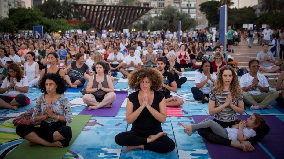 Illustration. Israelis participate in International Yoga Day in Tel Aviv.