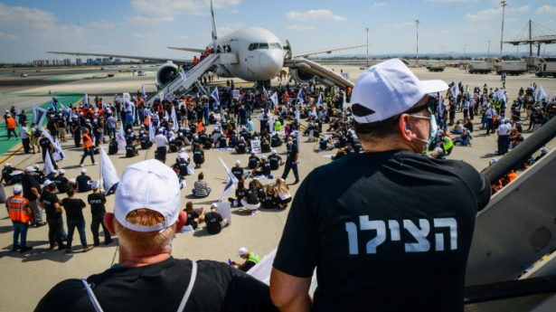 Israel Airports Authority (IAA) workers protest against the Covid-19 regulations at Ben-Gurion International Airport, outside Tel Aviv, August 19, 2021.