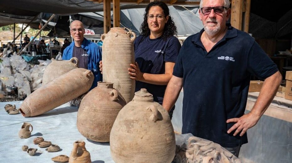 Israeli archeologists present ancient wine jars they uncovered in Yavne